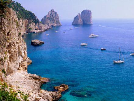 Capri: vista dei faraglioni