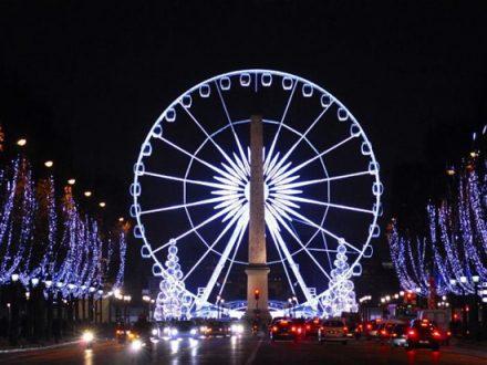 Illuminazione natalizia lungo Champs-Elysées